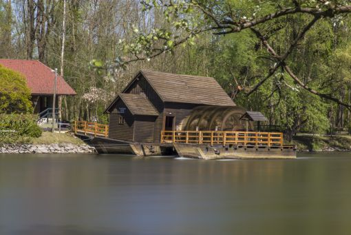House boat water mill