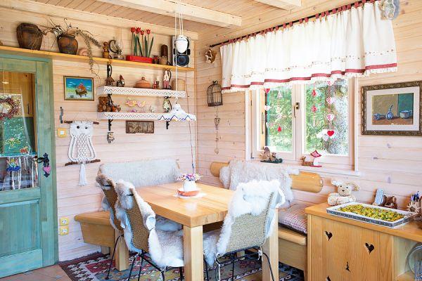 Dining area (Cernic One)