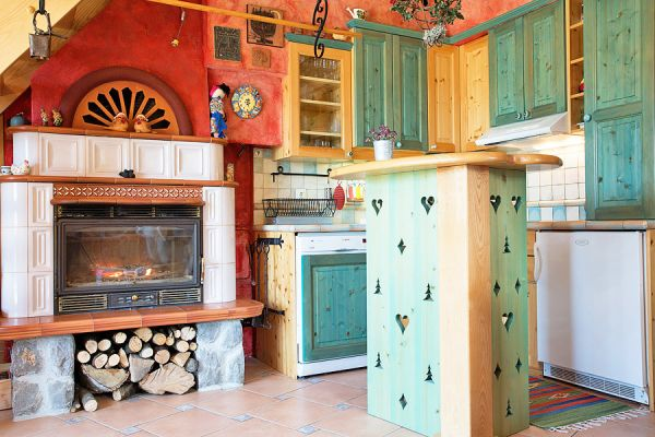 Kitchen and fireplace (Cernic One)
