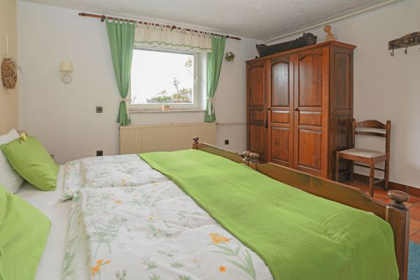 Double bedroom and wardrobe