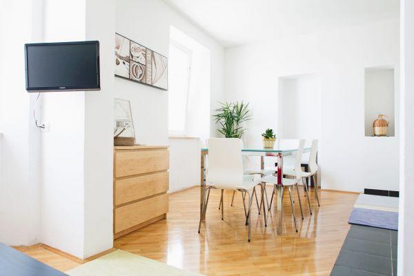 Dining area (apartment 1)