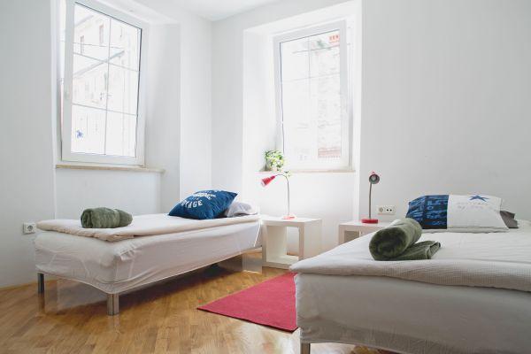 Twin bedroom (apartment 1)