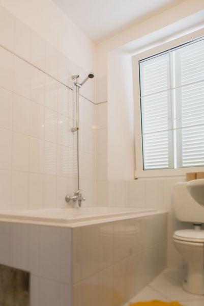 Bathroom (apartment 1)