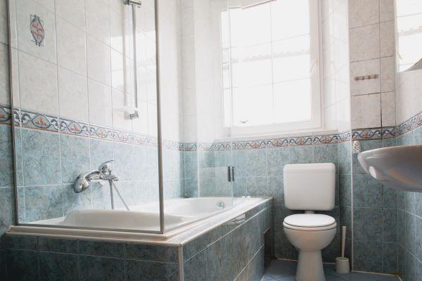 Bathroom (apartment 2)
