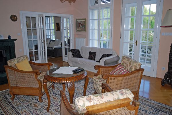 Sitting room with large capacity