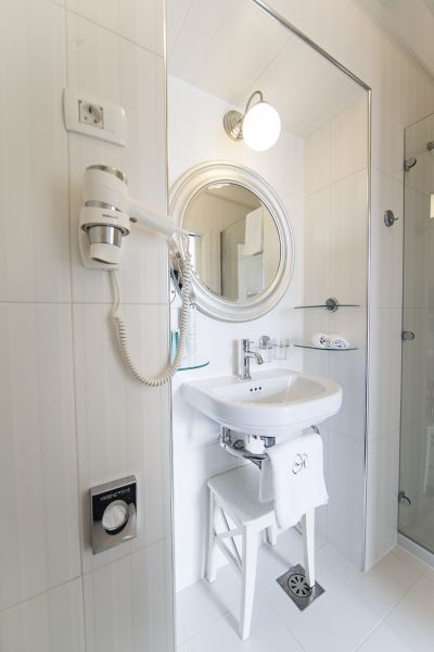 Apartment four bathroom