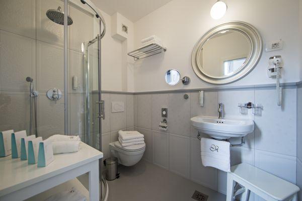 Apartment seven bathroom