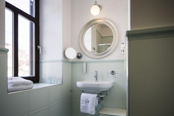 Apartment three bathroom
